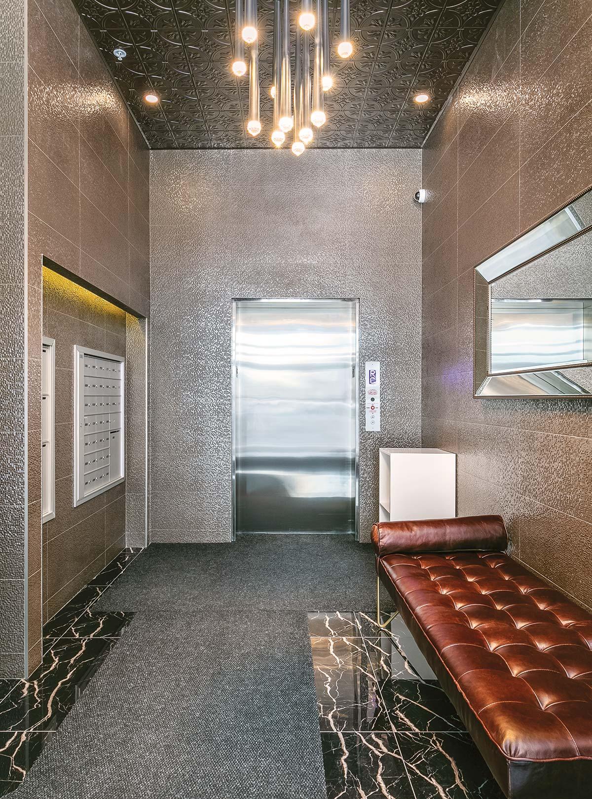 Lobby d'un logement à louer avec service d'ascenseur